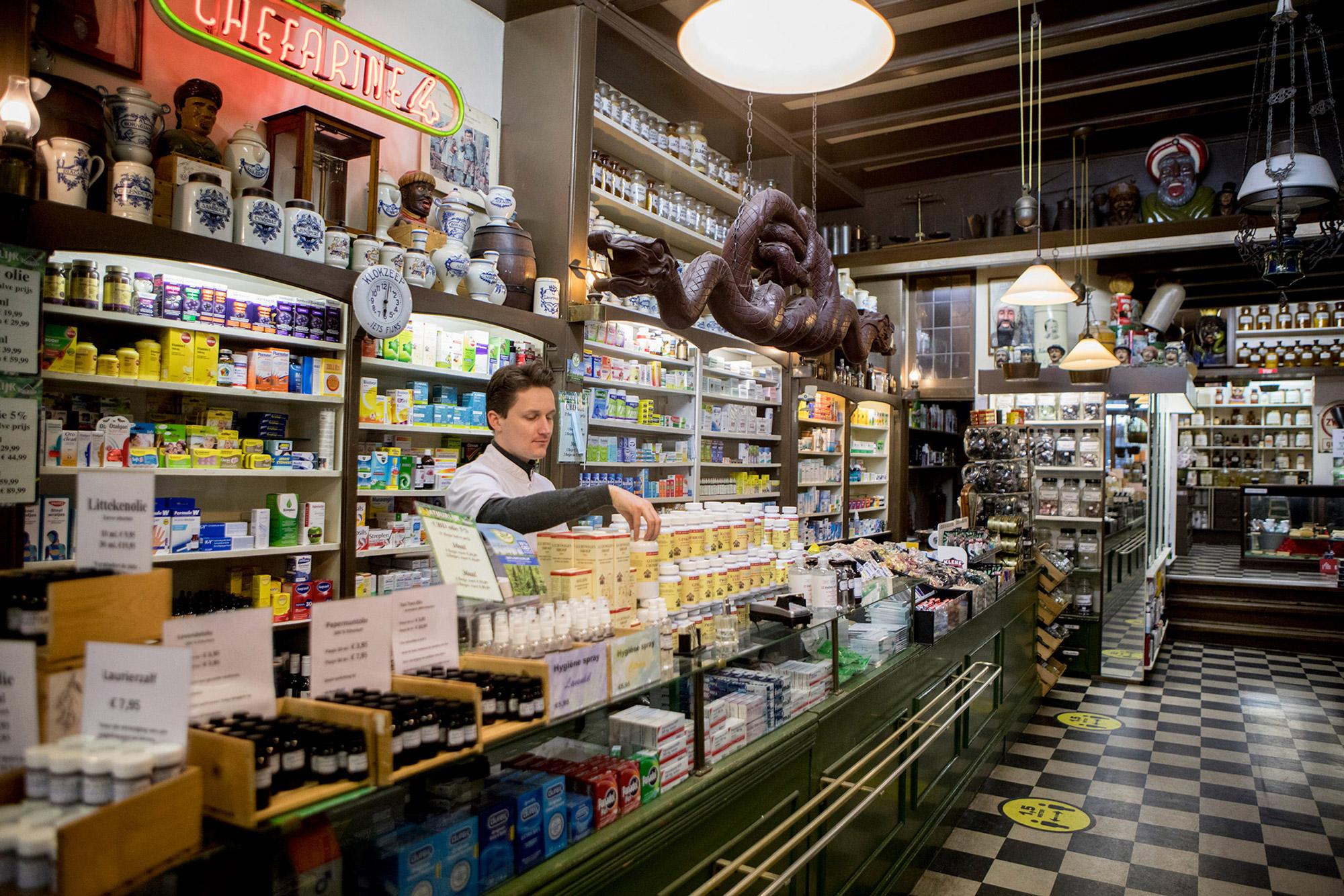 Voedingssupplementen ordenen Drogisterij van der Gaag Den Haag