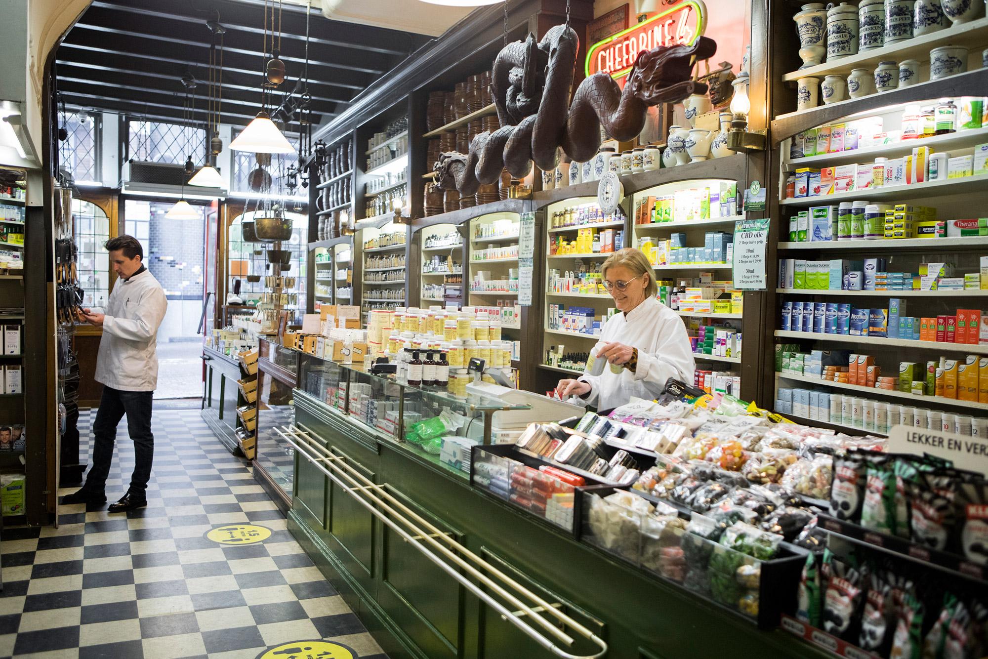 Overzicht winkel Drogisterij van der Gaag Den Haag